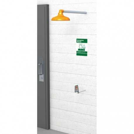 Mrozoodporny prysznic bezpieczeństwa wychodzący ze ściany